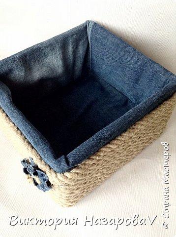 Друзья,всем привет!Сегодня у меня небольшой МК ,по нужной и полезной в хозяйстве вещицы(корзины)Куда девать старые джинсы?Может в корзину?!!)) фото 7