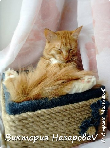 Друзья,всем привет!Сегодня у меня небольшой МК ,по нужной и полезной в хозяйстве вещицы(корзины)Куда девать старые джинсы?Может в корзину?!!)) фото 9