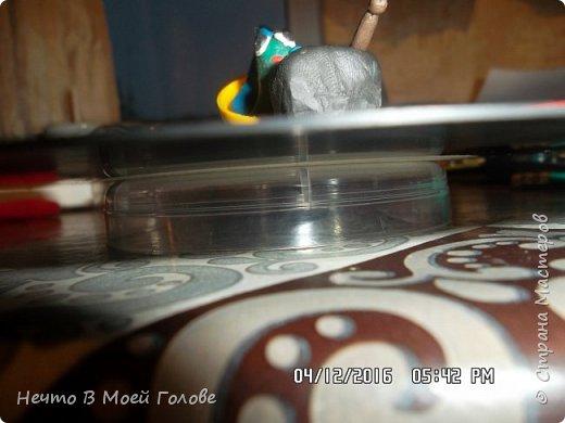 Основное что нам нужно: один винилованый диск, клей ПВА и супер-клей, картон любого цвета. фото 5
