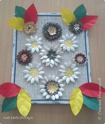 Панно из семян - это работа моих семиклассников. В работе использованы семена тыквы, дыни, арбуза. Кроме этого применяли фасоль, кукурузную крупу, горох. фото 1