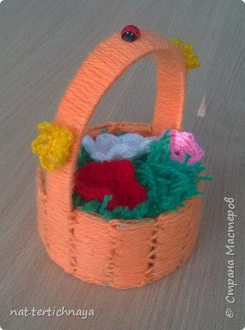 Вот такие корзиночки с цветочками  мы с девчонками шестого класса делали для мам на 8 Марта. Спасибо за описание Irichke -67.  фото 2