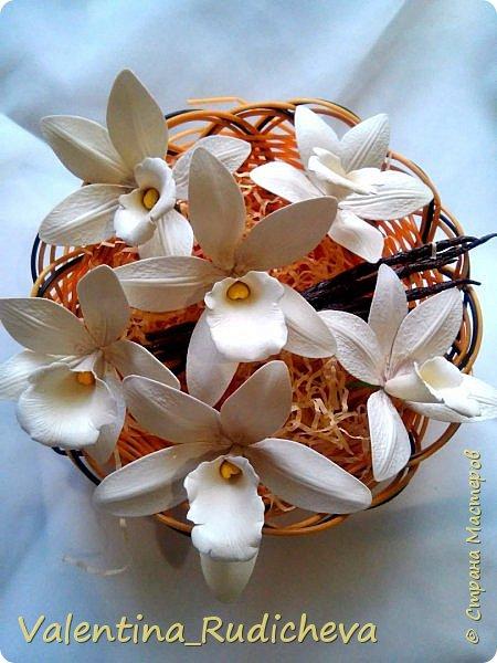 Цветочки розы и листья эвкалипта на гребне для волос. фото 6