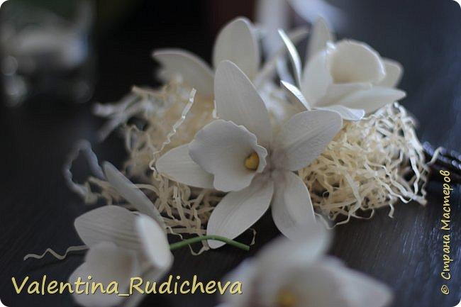 Цветочки розы и листья эвкалипта на гребне для волос. фото 9