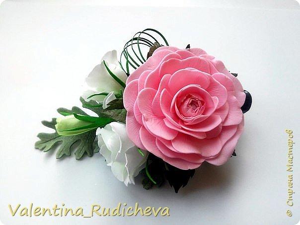 Цветочки розы и листья эвкалипта на гребне для волос. фото 2