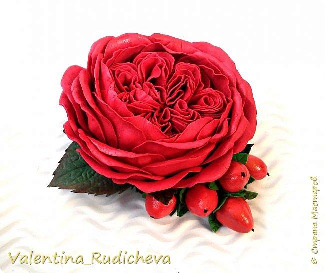 Цветочки розы и листья эвкалипта на гребне для волос. фото 4