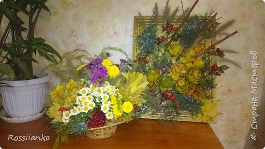 Здравствуйте жители СМ! Представляю вам цветочную композицию и пано из природных материалов, сделанные в школу для праздника Осени. Розы из кленовых листьев.  фото 1