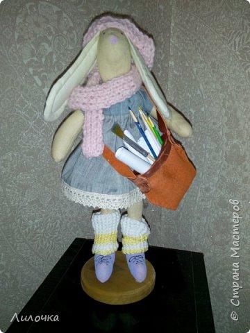 Заяц - художница