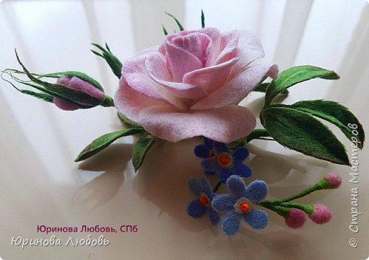 Чайная роза с веточкой незабодок. фото 1