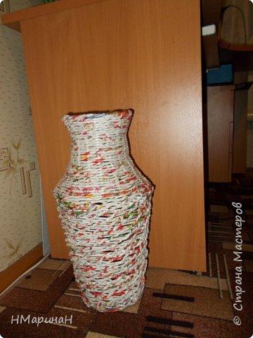 Добрый вечер, сплелась у меня такая ваза, высота 46 см. и теперь большой вопрос: какого цвета она должна быть. У семьи слишком полярные на её взгляды, я даже растерялась. Давайте голосовать! Приму любые советы. фото 1