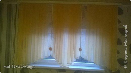 """Добрый вечер, решила показать занавески, которые я сшила на летнюю веранду. Занавески сшиты из вуали персикового цвета и обстрочка из белой косой бейки.  На фото цвет немного не тот .  Хочу сказать большое спасибо Галине Голоцуковой у которой я купила диск """"Компьютерный крой ламбрекенов"""" с пошаговыми видео уроками. Там же имеется бонус - это 14 готовых выкроек свагов. Все распечатываете на принтере, склеиваете, вырезаете выкройку. И все, шьете без всяких проблем. Кроме этого я приобрела у нее диск с описанием и готовыми выкройками различных штор. Очень интересные работы. Советую приобрести эти диски, также она высылает в электронном виде эти материалы.  Фото с диском и ее сайтом расположены ниже под фото штор. фото 1"""