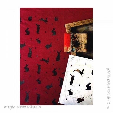 С помощью трафарета рисунок наносится на ткань  фото 1