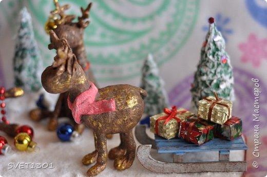 Вот такую новогоднюю композицию я сделала к НГ. Олени и ёлки из ватного папье -маше, санки из картона.  фото 6