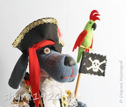 Песенка пирата.  По взорванному морю! Закрыв повязкой глаз, В карманах по пистолю, Пиратский нож в зубах, И попугай на рее. Я всех чертей смелее! Плевать мне на мираж! Иду на абордаж!!!  Автор Эрника фото 5
