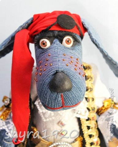 Песенка пирата.  По взорванному морю! Закрыв повязкой глаз, В карманах по пистолю, Пиратский нож в зубах, И попугай на рее. Я всех чертей смелее! Плевать мне на мираж! Иду на абордаж!!!  Автор Эрника фото 8