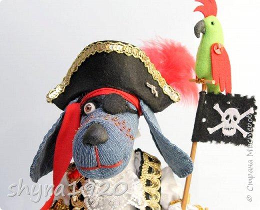 Песенка пирата.  По взорванному морю! Закрыв повязкой глаз, В карманах по пистолю, Пиратский нож в зубах, И попугай на рее. Я всех чертей смелее! Плевать мне на мираж! Иду на абордаж!!!  Автор Эрника фото 16