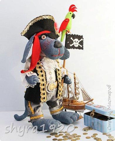 Песенка пирата.  По взорванному морю! Закрыв повязкой глаз, В карманах по пистолю, Пиратский нож в зубах, И попугай на рее. Я всех чертей смелее! Плевать мне на мираж! Иду на абордаж!!!  Автор Эрника фото 11