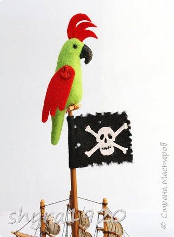 Песенка пирата.  По взорванному морю! Закрыв повязкой глаз, В карманах по пистолю, Пиратский нож в зубах, И попугай на рее. Я всех чертей смелее! Плевать мне на мираж! Иду на абордаж!!!  Автор Эрника фото 10