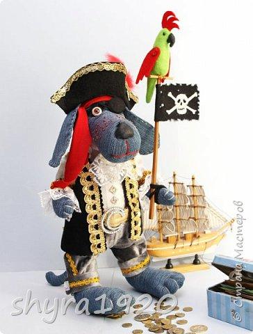 Песенка пирата.  По взорванному морю! Закрыв повязкой глаз, В карманах по пистолю, Пиратский нож в зубах, И попугай на рее. Я всех чертей смелее! Плевать мне на мираж! Иду на абордаж!!!  Автор Эрника фото 15