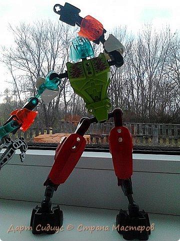 Здравствуй СМ! Сегодня я познакомлю вас с Робертом роботом-человеком. Р: Здравствуй СМ! Сегодня я покажу вам мои комиксы, и познакомлюсь поближе с вами. Поза - героя! фото 1