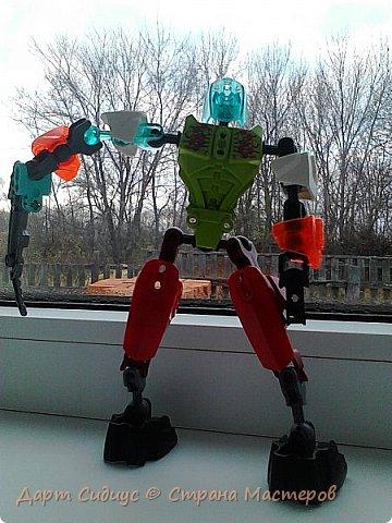 Здравствуй СМ! Сегодня я познакомлю вас с Робертом роботом-человеком. Р: Здравствуй СМ! Сегодня я покажу вам мои комиксы, и познакомлюсь поближе с вами. Поза - героя! фото 2