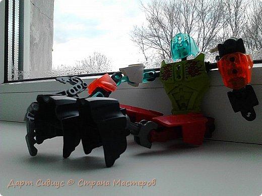 Здравствуй СМ! Сегодня я познакомлю вас с Робертом роботом-человеком или просто киборгом... Р: Здравствуй СМ! Сегодня я покажу вам мои комиксы, и познакомлюсь поближе с вами. Поза - героя! Он любит позировать из себя кого ни будь. фото 4