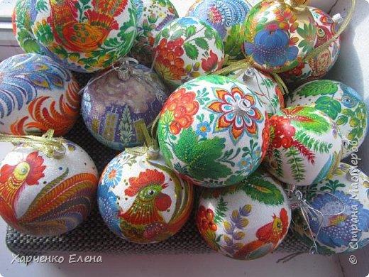 ДОБРЫЙ ДЕНЬ, ДРУЗЬЯ! Хочу показать новые шары, выполненные в технике петриковской росписи и декупажа. фото 1