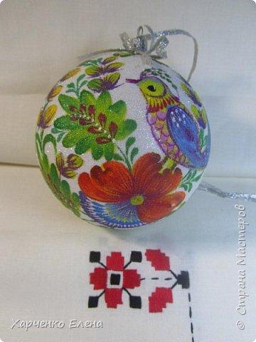 ДОБРЫЙ ДЕНЬ, ДРУЗЬЯ! Хочу показать новые шары, выполненные в технике петриковской росписи и декупажа. фото 2