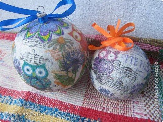 ДОБРЫЙ ДЕНЬ, ДРУЗЬЯ! Хочу показать новые шары, выполненные в технике петриковской росписи и декупажа. фото 3