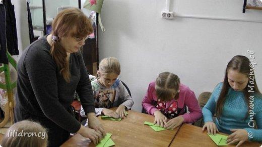 К 100-летию революции на работе проводила с детьми мастер класс по изготовлению будёновки. фото 6