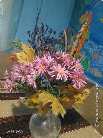 букет для осеннего бала в школе,состоит из хризантемы,рябина,боярышник,веточка туи,листья клёна,и разные степные травки. фото 2