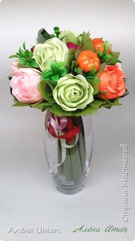 Здравствуйте!корзина с розами и черникой,когда делала очень старалась,наверно поэтому результатом я довольна (редко бывает)Листочки впервые сделала из гофры,смотрится здорово! фото 8