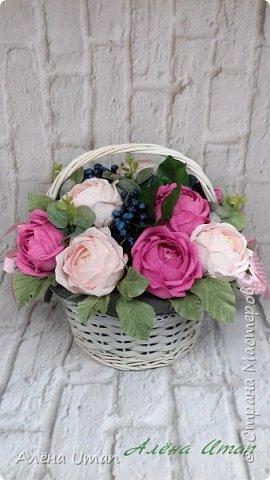 Здравствуйте!корзина с розами и черникой,когда делала очень старалась,наверно поэтому результатом я довольна (редко бывает)Листочки впервые сделала из гофры,смотрится здорово! фото 1