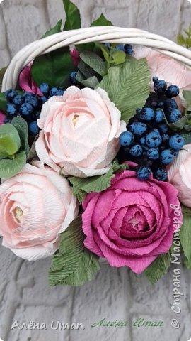 Здравствуйте!корзина с розами и черникой,когда делала очень старалась,наверно поэтому результатом я довольна (редко бывает)Листочки впервые сделала из гофры,смотрится здорово! фото 2