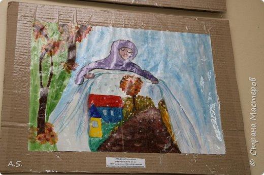 И снова выставка детских работ, посвященная празднику Покрова Пресвятой Богородицы.  фото 4