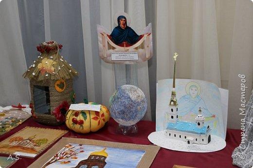 И снова выставка детских работ, посвященная празднику Покрова Пресвятой Богородицы.  фото 7