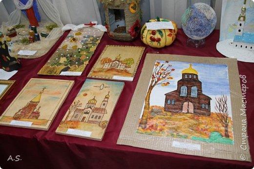 И снова выставка детских работ, посвященная празднику Покрова Пресвятой Богородицы.  фото 14