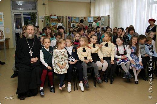 И снова выставка детских работ, посвященная празднику Покрова Пресвятой Богородицы.  фото 17