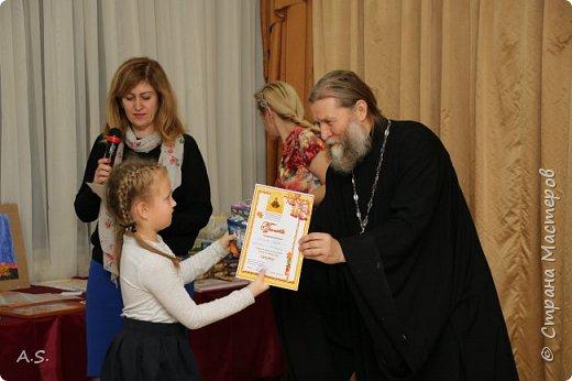 И снова выставка детских работ, посвященная празднику Покрова Пресвятой Богородицы.  фото 19
