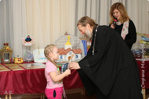 И снова выставка детских работ, посвященная празднику Покрова Пресвятой Богородицы.  фото 20