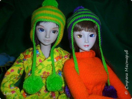утепляемся к зиме. навязли шапочки! и 2 пончо для кукольных подружек  к новому году в подарок!) фото 1