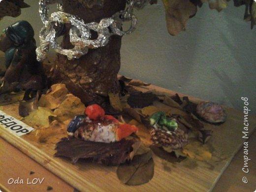 """У Лукоморья дуб желтеет,  И серебрится цепь на нем.  Под дубом листья пламенеют,  Осенним, праздничным огнем.  Задали нам в детском саду, сделать поделку, на тему """"Осень фантазерка"""" и вот что у нас с сыночком вышло: фото 3"""