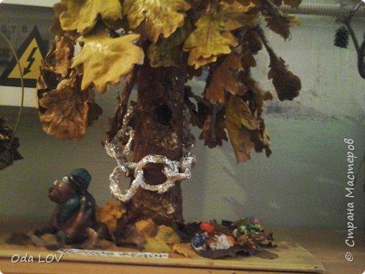 """У Лукоморья дуб желтеет,  И серебрится цепь на нем.  Под дубом листья пламенеют,  Осенним, праздничным огнем.  Задали нам в детском саду, сделать поделку, на тему """"Осень фантазерка"""" и вот что у нас с сыночком вышло: фото 2"""