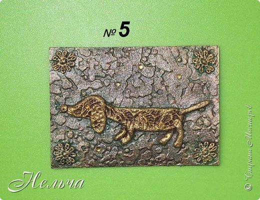 """Первая серия """"Собаки"""". Согласно восточному гороскопу, символом 2018 года станет желтая земляная Собака. Вот и я решила сделать своих собачек из соленого теста и позолотить. Украсила карточки кружевными цветочками и маленькими стразами.  фото 4"""