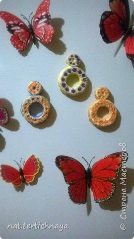 Магнитики на холодильник.  Это подарок мне на 8 марта от моих мальчишек - шестиклассников Изготовлены восьмерки из солёного теста. Только лаком не покрывала.