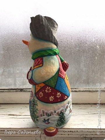 Вот такой чудный снеговик, слепленный из дерева! фото 4