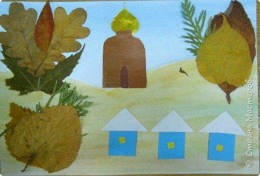 Это мой образец. Купол и окошко -из золотой бумаги (сканер это не передает). Кроме этого образца был еще рисунок с другим вариантом расположения домика. Домик был в глубине леса в окружении листьев-деревьев. К нему вела нарисованная тропинка. Этот игровой момент (спрятать домик в лес) детям понравился. фото 3