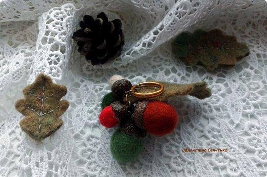 Желуди из шерсти,сваляны мокрым способом.Шляпка настоящая желудиная или желудевая:) , приклеена с помощью клея Момент кристал.  фото 6