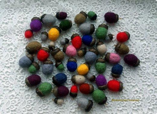 Желуди из шерсти,сваляны мокрым способом.Шляпка настоящая желудиная или желудевая:) , приклеена с помощью клея Момент кристал.  фото 17