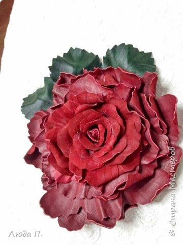 Доброго времени суток! У меня сегодня опять украшения из кожи. 1. Брошь заколка бордовая роза фото 1