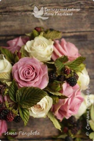 Композиция из роз и ежевики. Холодный фарфор. фото 2